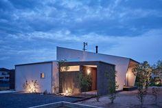 ホワイエのある家: toki Architect design officeが手掛けたtranslation missing: jp.style.家.modern家です。
