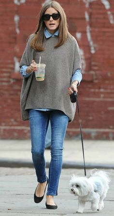 Cute way to style a poncho with denim shirt underneath, skinny jeans and flats.
