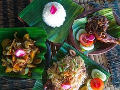 A delicious dinner at Cocoa Beach. Banana Leaf Plates, Banana Leaves, Indian Food Recipes, Asian Recipes, Ethnic Recipes, Cantonese Food, Food Vans, Asian Soup, Food Stall