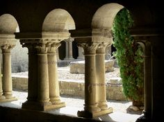 Ganagobie monastery: Romanesque cloister of the Benedictine convent - France-Voyage.com