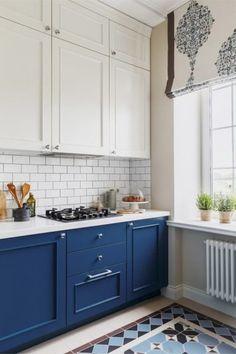 Kitchen interior - Color Palettes that Inspire Your Dream Kitchen – Kitchen interior Two Tone Kitchen Cabinets, Kitchen Cabinets Decor, Cabinet Decor, Painting Kitchen Cabinets, Cabinet Makeover, Tall Cabinets, Kitchen Interior Diy, Diy Interior, Kitchen Design