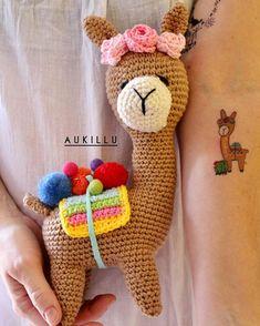 Bom dia, good morning, Buenos días! E vai começar uma semana repleta da nossa querida Lhama!!!! Aproveitem cada foto! Tenho certeza que vão… Pokemon Crochet Pattern, Pikachu Crochet, Crochet Doll Pattern, Crochet Toys Patterns, Amigurumi Patterns, Crochet Dolls, Afghan Patterns, Unique Crochet, Cute Crochet