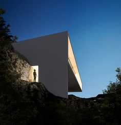Modern House in Los Angeles Built by Fran Silvestre  ~ Great pin! For Oahu architectural design visit http://ownerbuiltdesign.com