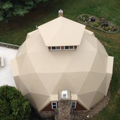 Geodesic Dome Sandstone PVC membrane roof installed by M. Systems Inc Hut House, Dome House, Round Building, Building A House, Door Design, House Design, Dome Structure, Geodesic Dome Homes, Living Place