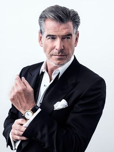 Pierce Brosnan with stylish grey hair Pierce Brosnan, Gorgeous Men, Beautiful People, Business Portrait, Hommes Sexy, Poses For Men, Older Men, Grey Hair, Watches For Men