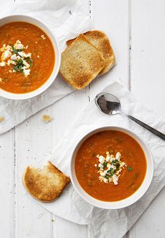 Vegan and vegetarian delight. Low in cal . Soup Recipes, Vegetarian Recipes, Cooking Recipes, Healthy Recipes, I Love Food, Good Food, Yummy Food, Carrot Soup, Soup And Sandwich