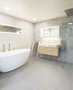 Laattapiste Clawfoot Bathtub, Sweet Home, Cozy, Shower, Bathroom, Rain Shower Heads, Washroom, House Beautiful, Full Bath