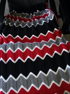 This was a Christmas present for an Atlanta Falcons fan. Crochet Stitches Patterns, Afghan Crochet Patterns, Crochet Designs, Crochet Afghans, Crochet Blankets, Crochet Home, Easy Crochet, Crochet Baby, Striped Crochet Blanket