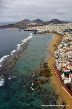 See 354 photos and 14 tips from 3211 visitors to Las Palmas de Gran Canaria. Canario, Island Beach, Canary Islands, Atlantic Ocean, Places To See, Tourism, Beautiful Places, Wanderlust, Vacation