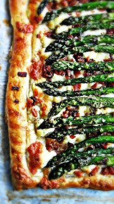 sweetsugarbean: Oh Baby! Roasted Asparagus, Bacon & Cheese Tart I think this is the tart I need to make for the January challenge. Easter Recipes, Brunch Recipes, Appetizer Recipes, Bacon Recipes, Chicken Recipes, Healthy Recipes, Easter Appetizers, Tart Recipes, Cooking Recipes