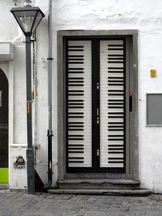 Piano Keyboard door