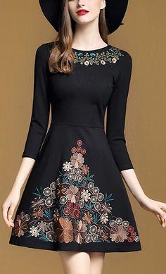 Fashion O-Neck 3/4 Sleeve Embroidery Skater Dress