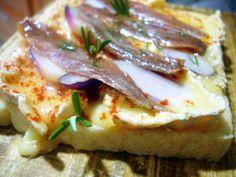 Tosta de queso Brie con anchoas – Blog de Cocina, Gastronomía y Recetas – El Aderezo