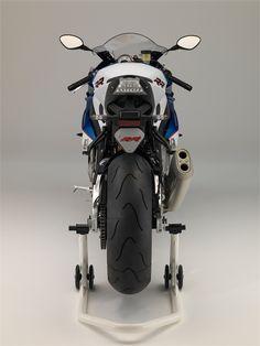 BMW S1000RR (2015) - Hersteller: BMW Land: Baujahr: 2015 Typ (2ri.de): Superbike Modell-Code: k.A. Fzg.-Typ: k.A. Leistung: 199 PS (146 kW) Hubraum: 999 ccm Max. Speed: k.A. Aufrufe: 9.354 Bike-ID: 4156