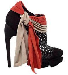 These are so pirate-y!     http://jerzygirl45.files.wordpress.com/2011/01/balenciaga-heels.jpg