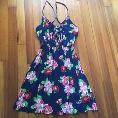 Floral summer dress Only worn on vacation, great condition. Beautiful summer dress Hollister Dresses Mini