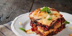 Μελιτζάνες με σάλτσα και τυριά. Ενας εξαιρετικός μεζές, μια ωραία συνταγή, που δεν πρέπει να παραλείψετε να δοκιμάσετε! | GASTRONOMIE | iefimerida.gr | συνταγή, σάλτσα, υλικά, μελιτζάνες, σάλτσα ντομάτας