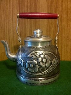 pava--this kettle is not for coffee or tea; it's for not-quite-boiling water for yerba mate!