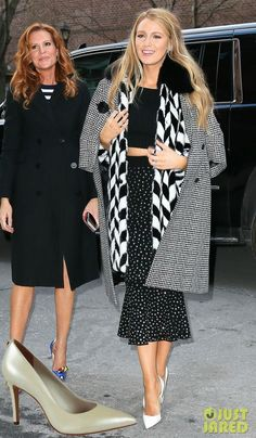 Blake Lively Robyn Lively Photos - Sisters Blake and Robyn Lively are spotted stepping out in New York City, New York on February The pair were heading off to attend some fashion shows during New York Fashion Week. - Blake & Robyn Lively Step Out In NYC Blake Lively Moda, Blake Lively Family, Blake Lively Style, Blake Lively Sister, Moda Gossip Girl, Gossip Girl Fashion, Cool Style, My Style, Mixing Prints