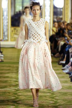Simone Rocha Spring 2016 Ready-to-Wear Fashion Show - Alicja Tubilewicz