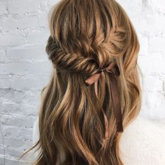 Braided Partial updo bridal hairstyle - Half up half down wedding hairstyles #weddinghair #bridalhair #weddinghairideas #bride #weddinghairstyles #updo #partialupdo #hairstyles