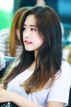 South Korean Girls, Korean Girl Groups, These Girls, Cute Girls, Wolf, Olivia Hye, Kpop Girls, Twitter, Long Hair Styles