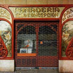 Aquellos comercios de antaño, hoy reciclados, pero que aún conservan todo su encanto reflejado en su fachada. Aunque lamentablemente no es pan lo que encontrarás en su interior. .  #catalunyaexperience#descobreixcatalunya#nuestrabcn #barcelonagram#enjoybcn#movilgrafias#loves_barcelona#barcelona #bcn #eixample #meencantamimovil #panaderia #tienesqueverlo#cercadecasa  #fotosconelmovil #lg_g2 #street #bcnmoltmes #urbanphoto #art .  Y unos buenos días de esos de los de... Y hablando de…