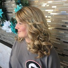 27 Easy DIY Date Night Hairstyles The man of your dreams finally asked you on a date, and now you're not only freaking out about your outfit, but your hair as. Night Hairstyles, Hairstyles Over 50, Bandana Hairstyles, Boho Hairstyles, Latest Hairstyles, Wedding Hairstyles, Faux Braids, Date Night Hair, Long Shag Haircut