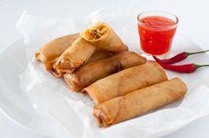 Du kan anten pensle dei og steike dei i steikeomn på 200 grader eller fritere dei. Thai Spring Rolls, Asian Recipes, Ethnic Recipes, Recipe Boards, Frisk, Sweet Potato, Tapas, Brunch, Goodies