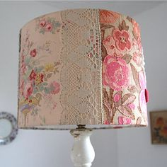 Vintagey lamp shade....yum:)