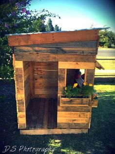 upcycled pallet cubby houses on www.recycledinteriors.org