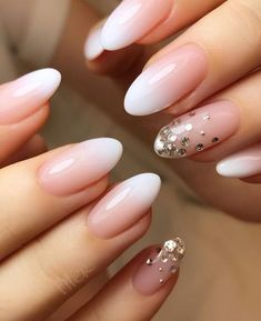 Stunning Designs for Almond Nails You Won't Resist; almond nails long or s… Over 70 stunning designs for almond nails that you will not resist; Almond nails long or short; Long White Nails, Long Nails, Short Nails, Manicure Natural, Nails Kylie Jenner, Almond Acrylic Nails, White Almond Nails, Short Almond Nails, Fall Almond Nails