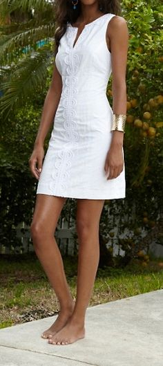 Lilly Pulitzer Janice Shift Dress I adore white dresses. White Shift Dresses, Little White Dresses, White Skirts, Grad Dresses, Casual Dresses, Summer Dresses, Evening Dresses, Look Fashion, Fashion Outfits