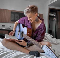 Music Instruments, Guitar, Boys, Eyes Emoji, Heart Eyes, Style, Crushes, Iphone, Celebs