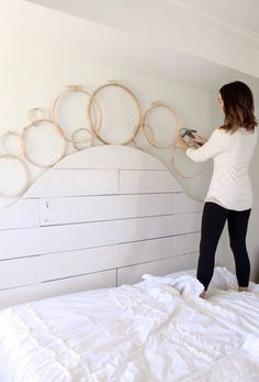 DIY Embroidery Hoop Wreath Project - Cotton Stem,Hi there, friends! By popular demand, here is a simple DIY tutorial on these cheap and charming embroidery hoop wreaths! This project doesn't cost muc. Diy Embroidery Designs, Embroidery Hoop Crafts, Diy Mobile Embroidery Hoop, Diy Room Decor, Bedroom Decor, Home Decor, Easy Diy, Simple Diy, Home Projects