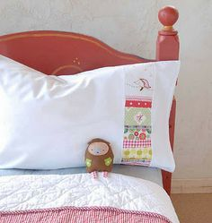 Awesome idea of some patchwork on pillow case - Use for next quilt to have matching pillow case.