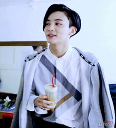 Imagine Jeonghan meeting you at a cafe looking this gorgeous! Woozi, Wonwoo, Amazing Comebacks, Hip Hop, Vernon Hansol, Jeonghan Seventeen, Joshua Hong, Adore U, Seventeen Debut
