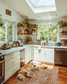 Modern Bohemian Kitchen Designs - Bohemian Home Living Room Earthy Kitchen, Cozy Kitchen, Kitchen Modern, Kitchen Ideas, Small Kitchen Layouts, Kitchen Jars, Kitchen Cabinets, Backyard Kitchen, Japanese Kitchen