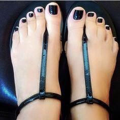 White trash black nails feet hands and legs pies femeninos, Nice Toes, Pretty Toes, Feet Soles, Women's Feet, Girls Sandals, Cute Sandals, Sexy Zehen, Black Pedicure, Black Toe Nails