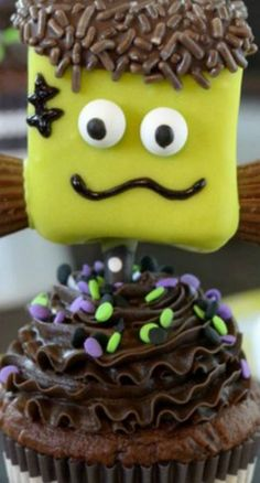 Frankenstein Marshmallows  | Square marshmallows dipped in green candy melts make a cute Frankenstein treat for Halloween. The googly eyes are too cute!