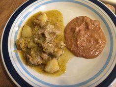 Carne de puerco en Salsa Verde. Acompañada de Frijoles Puercos.