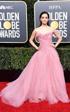 Emmy Rossum Strapless Dress - Emmy Rossum looked breathtaking in a strapless pink ball gown by Monique Lhuillier at the 2019 Golden Globes. Fitted Prom Dresses, Wedding Dresses Plus Size, Strapless Dress Formal, Ellie Saab, Roger Vivier, Golden Globe Award, Golden Globes, Dolce & Gabbana, Monique Lhuillier