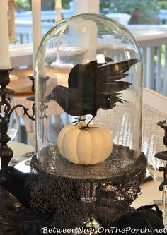 Halloween Table with MacKenzie-Childs Inspired Dishware crow-pumpkin-centerpiece-under-domed-cloche Retro Halloween, Halloween Cloche, Halloween Dinner, Spooky Halloween, Holidays Halloween, Halloween Crafts, Happy Halloween, Halloween Displays, Victorian Halloween