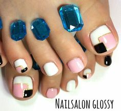 ❤️❤️❤️ Using our Shine Bright Like A Diamond Pedi Spacers in Light Blue