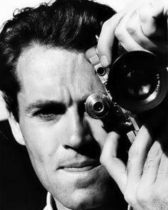 Henry Fonda with camera. Golden Age Of Hollywood, Vintage Hollywood, Hollywood Glamour, Hollywood Stars, Classic Hollywood, Olivia De Havilland, Classic Movie Stars, Classic Movies, Henry Fonda