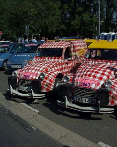 """2 CV """"Cochonou"""". Caravane du Tour de France"""