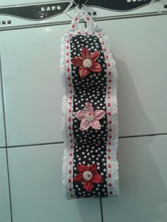 Diy Toilet Paper Holder, Floral Tie, Diy Gifts, Accessories, Bathroom, Tissue Paper Holder, Contemporary Toilet Roll Holders, Fabric Scrap Crafts, Diy And Crafts
