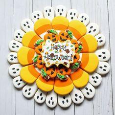 Royal Icing Decorated Cookies, Sugar Cookie Royal Icing, Iced Sugar Cookies, Halloween Sugar Cookies, Halloween Sweets, Fall Cookies, Holiday Cookies, Cooking Cookies, Paint Cookies