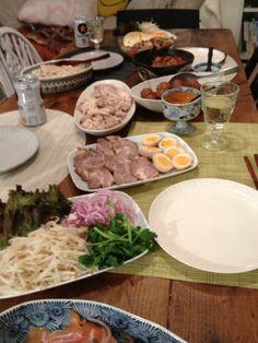 プチクリパーチ。煮豚煮卵、お団子黒酢あんかけ、シンガポールチキンライス、セビーチェ、サーモンマリネ。