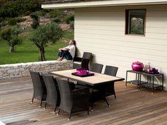 HAMPSTED ekskluzywne meble na taras. Bardzo wygodne fotele. Meble dostępne są w różnych kolorach plecionki. Polecamy te meble na taras lub ogrodu zimowego.